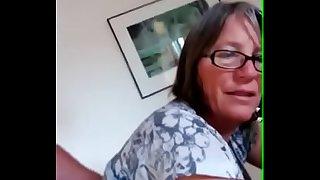 Mi esposa siendo penetrada analmente mientras hablamos LustyGolden
