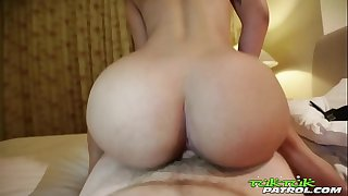 Tuk Tuk Patrol - Thick ass Thai babe gets creampied by white hard-on