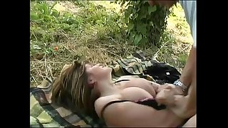 A young big tits woman looks a bitch in a park and she's penetrated by a stranger